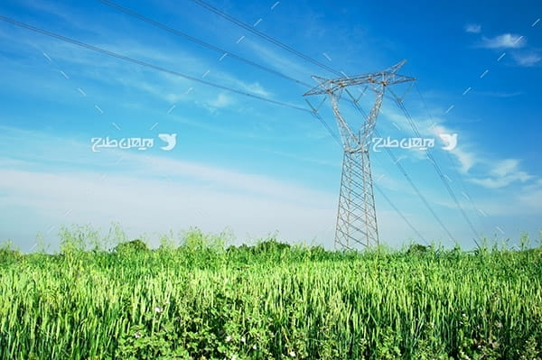 تصویر صنعتی از دکل انتقال برق و زمین کشاورزی