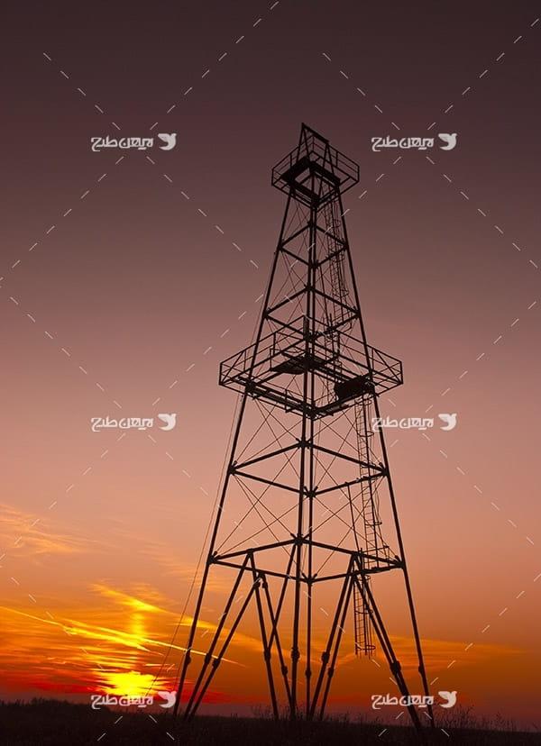 تصویر صنعتی خورشید ، غروب و دکل
