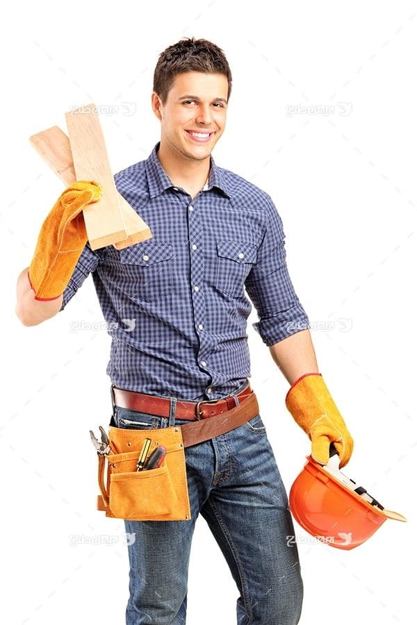 تصویر انسان، کلاه ایمنی و چوب نجاری
