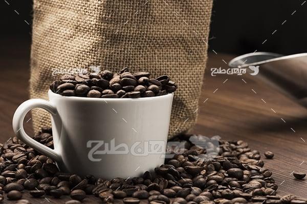 عکس دانه قهوه در فنجان