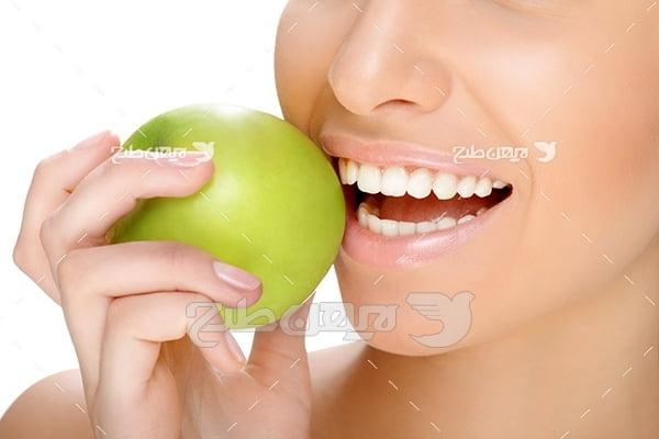عکس لبخند با دندان زیبا