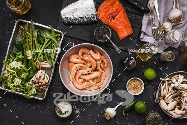 میگو و سبزیجات و سیر