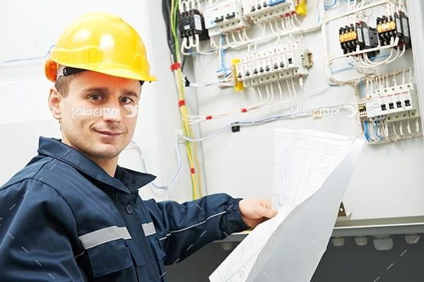 تصویر صنعتی مهندس کنترل برق