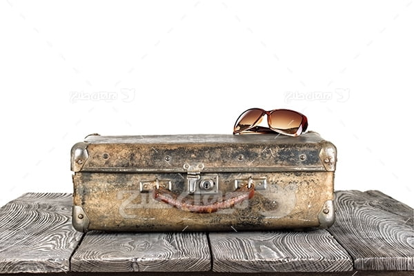 عکس چمدان و عینک