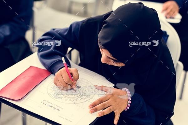 عکس دانشجوی دختر با حجاب