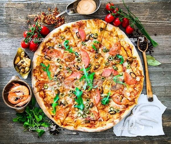 تصویر با کیفیت از پیتزا مکزیکی