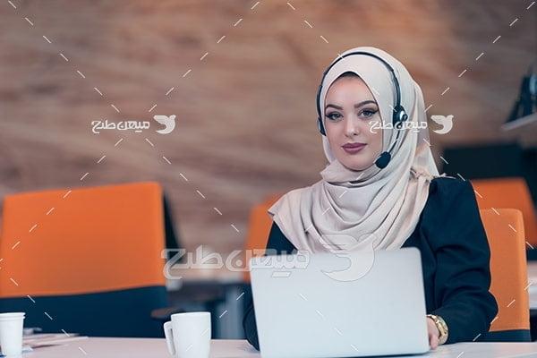 عکس پشتیبان خانم با حجاب
