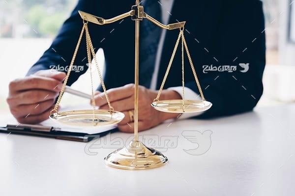 ترازو عدالت و وکیل
