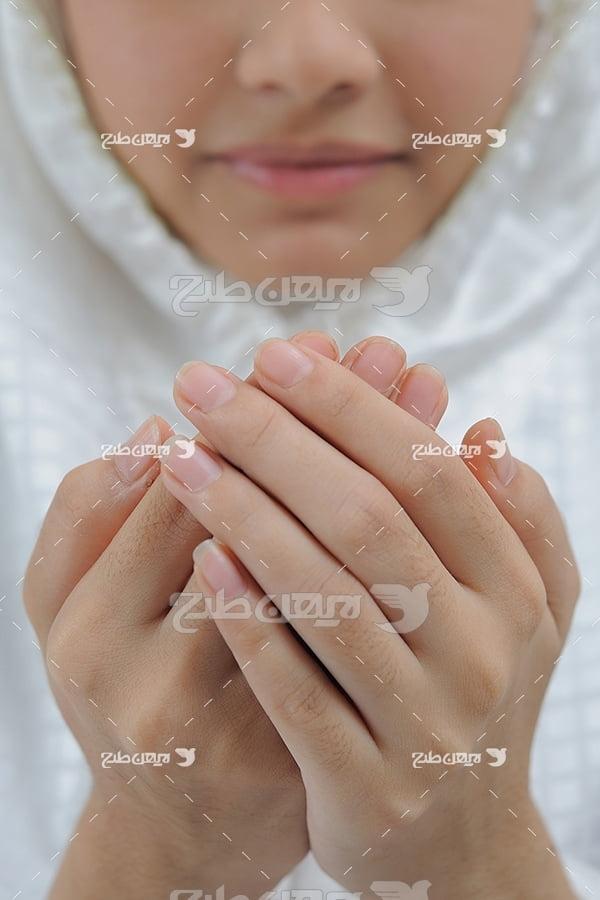 عکس دست به دعا بلند کردن