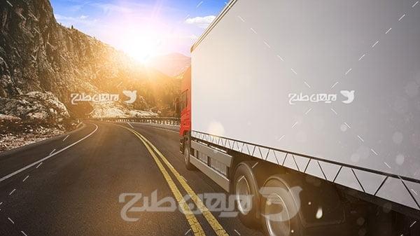 تصویر کامیون و جاده کوهستانی