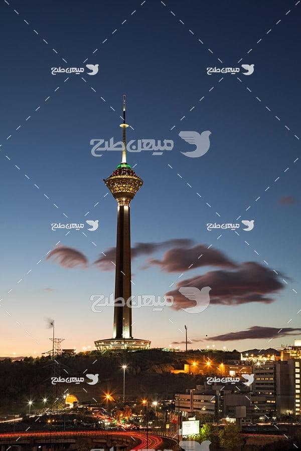 عکس با کیفیت از برج میلاد تهران در شب