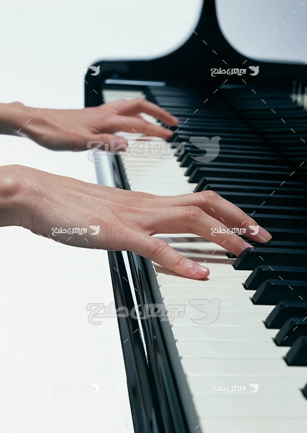 تصویر نوازنده پیانو