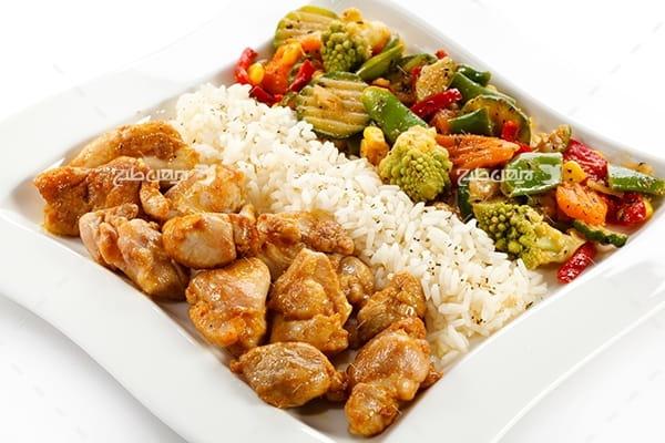 تصویر گوشت برنج و سالاد
