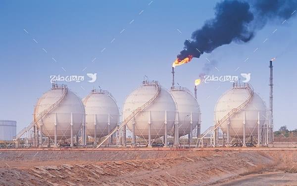 تصویر صنعتی از مخزن و آتش در پتروشیمی