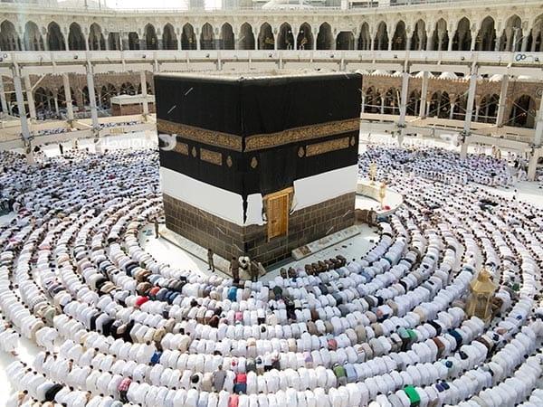 تصویر کعبه خانه خدا و نماز خواندن حجاج