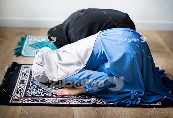 عکس نماز خواندن خانم ها