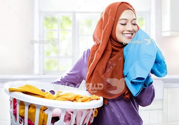 عکس تبلیغاتی خانم با حجاب وشستشوی لباس