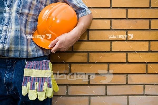 عکس کلاه ایمنی، دستکش و کارگر