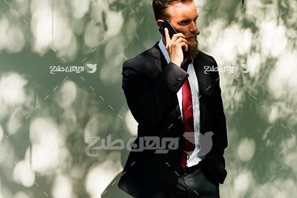 عکس تبلیغاتی تلفن همراه و انسان