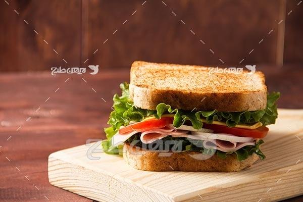 ساندویچ با نان تست