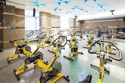 عکس سالن بدنسازی و دوچرخه