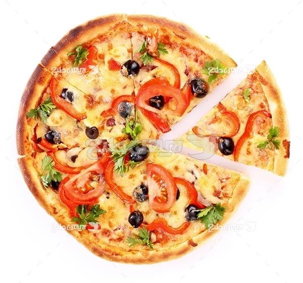 تصویر با کیفیت از پیتزا تکه شده