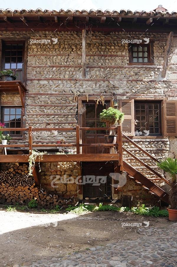 عکس خانه دو طبقه چوبی
