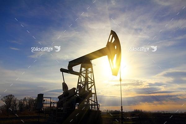 تصویر ضد نوز از چاه برداشت نفت