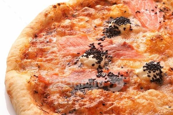 تصویر با کیفیت از پیتزا ماهی