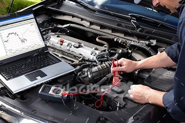 تصویر تنظیم موتور ماشین با کامپیوتر