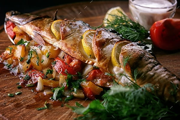 تصویر غذا و ماهی شکم پر
