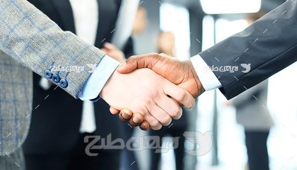 عکس با کیفیت از قرارداد طرفین و دست دادن