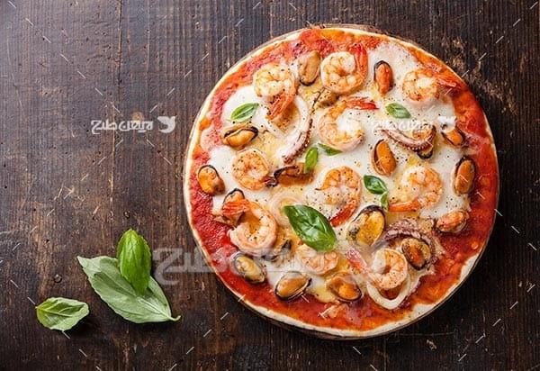 تصویر با کیفیت از پیتزا طعم میگو