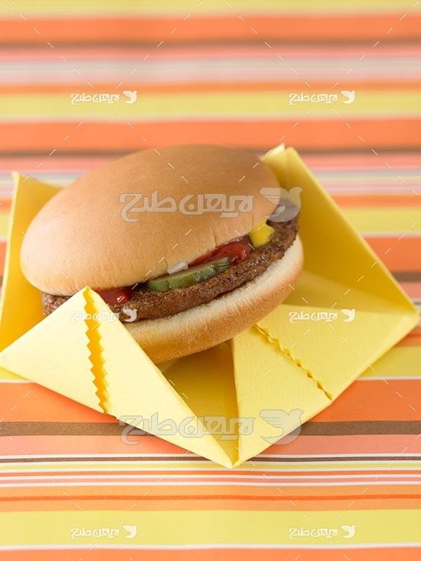 تصویر با کیفیت از ساندویچ همبرگر