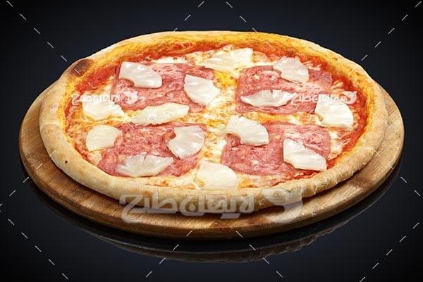 تصویر با کیفیت از پیتزا طعم گوشت