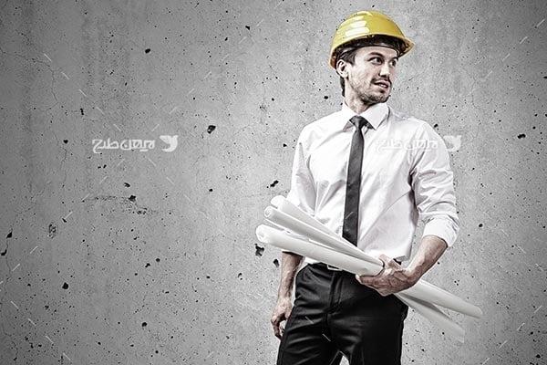 تصویر مهندس صنعت و کلاه ایمنی