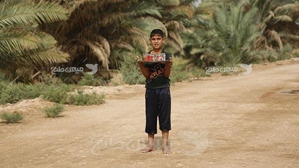 عکس کودک و  آب صلواتی پیاده روی اربعین حسینی