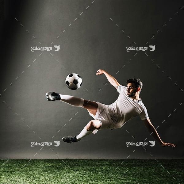 تصویر با کیفیت از پرش فوتبالیست