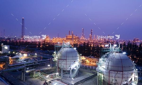 تصویر صنعتی از شب در پتروشیمی