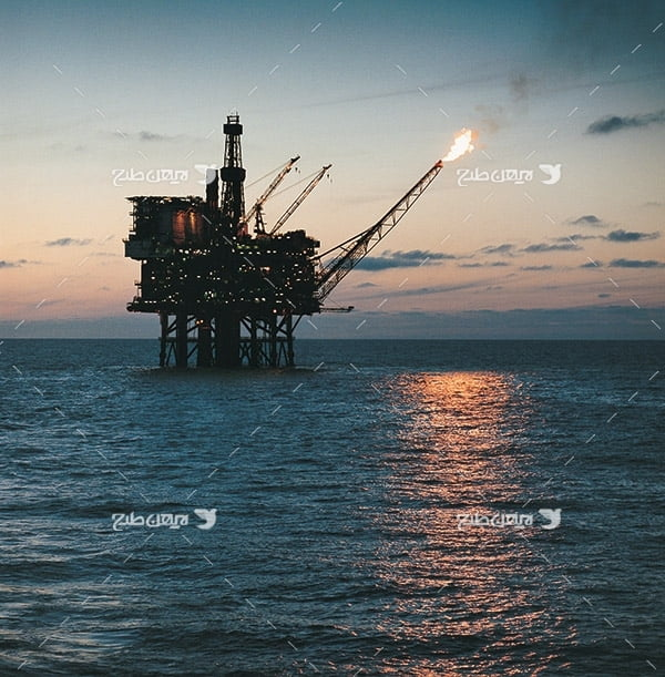 تصویر صنعتی دکل نفت در دریا