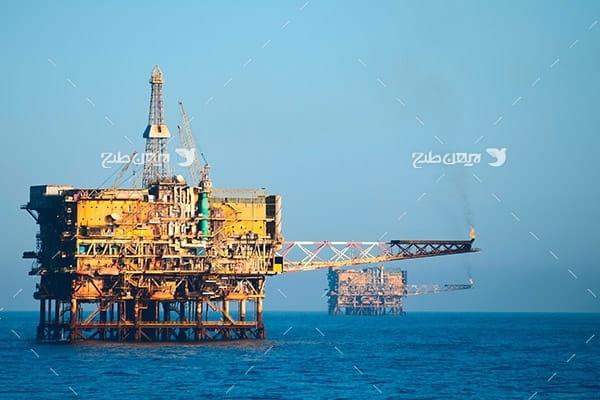 تصویر صنعتی از دکل نفت و گاز در دریا