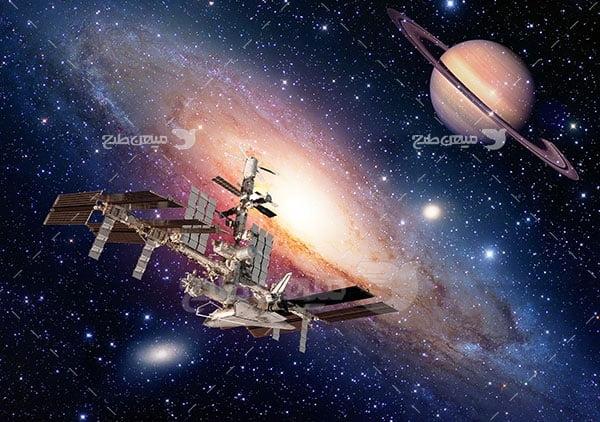 عکس فضاپیما و سیاره زحل