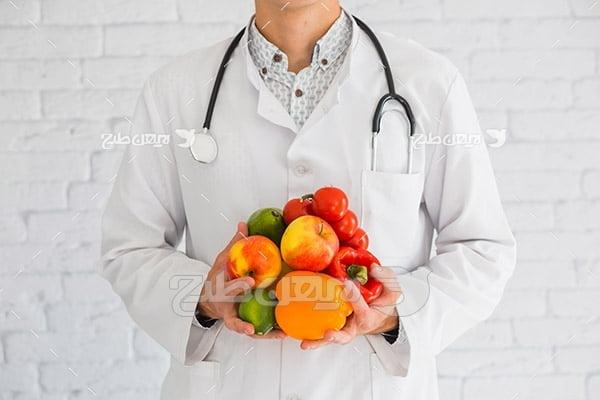 عکس پزشک و غذای سالم