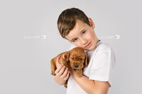 تصویر دختر بچه و سگ