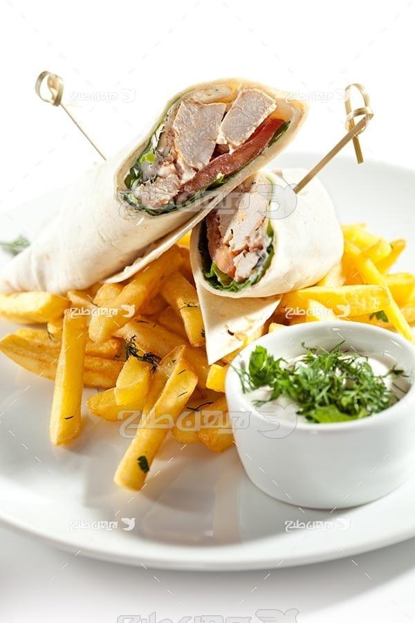 تصویر با کیفیت از ساندویچ و سیب زمینی