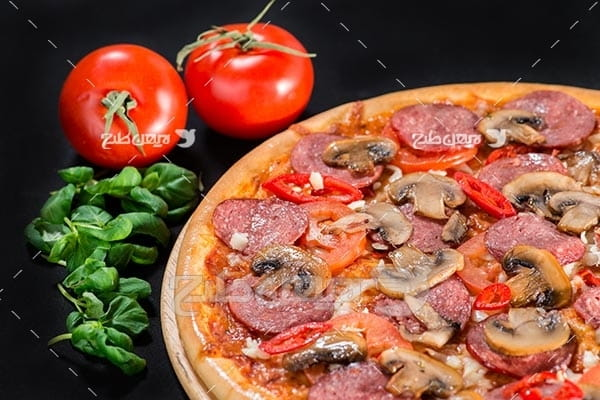 پیتزا و گوجه فرنگی