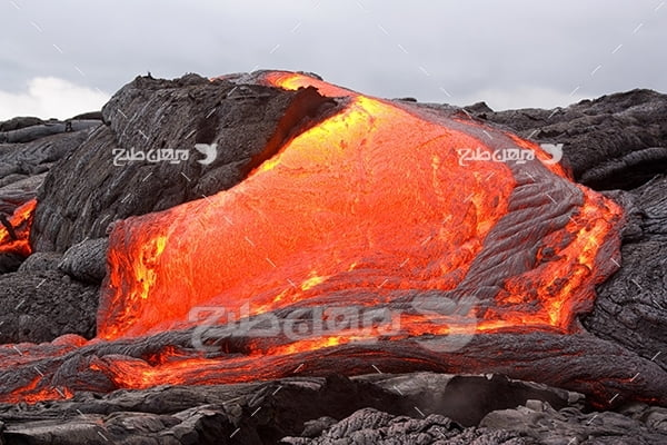 عکس آتشفشان و مواد مذاب