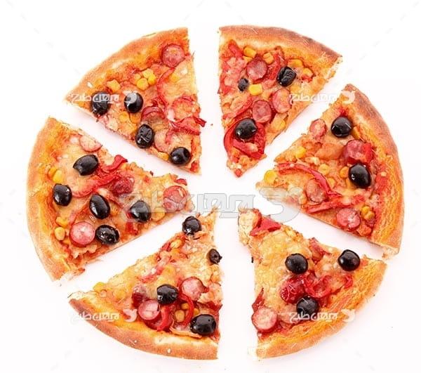 تصویر با کیفیت از پیتزا زیتون