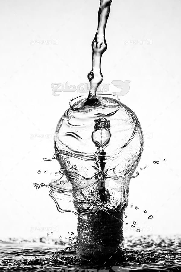 عکس لامپ و آب