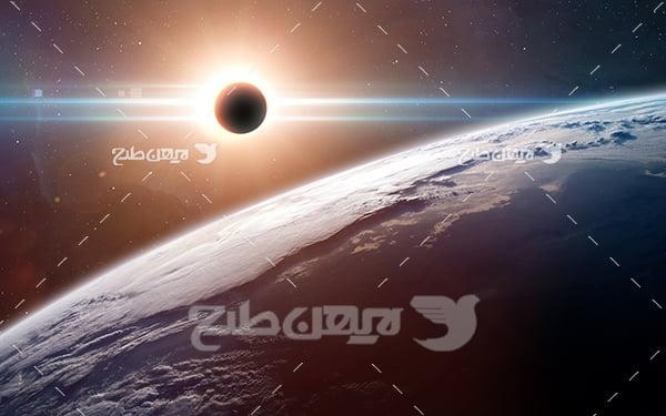 عکس سیارات و ستاره ای نورانی در فضا